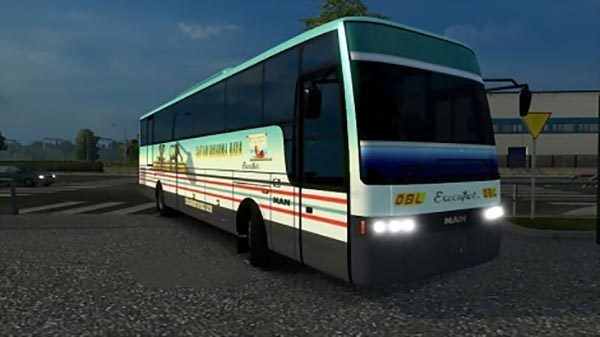 Adiputro-Vanhool-Bus